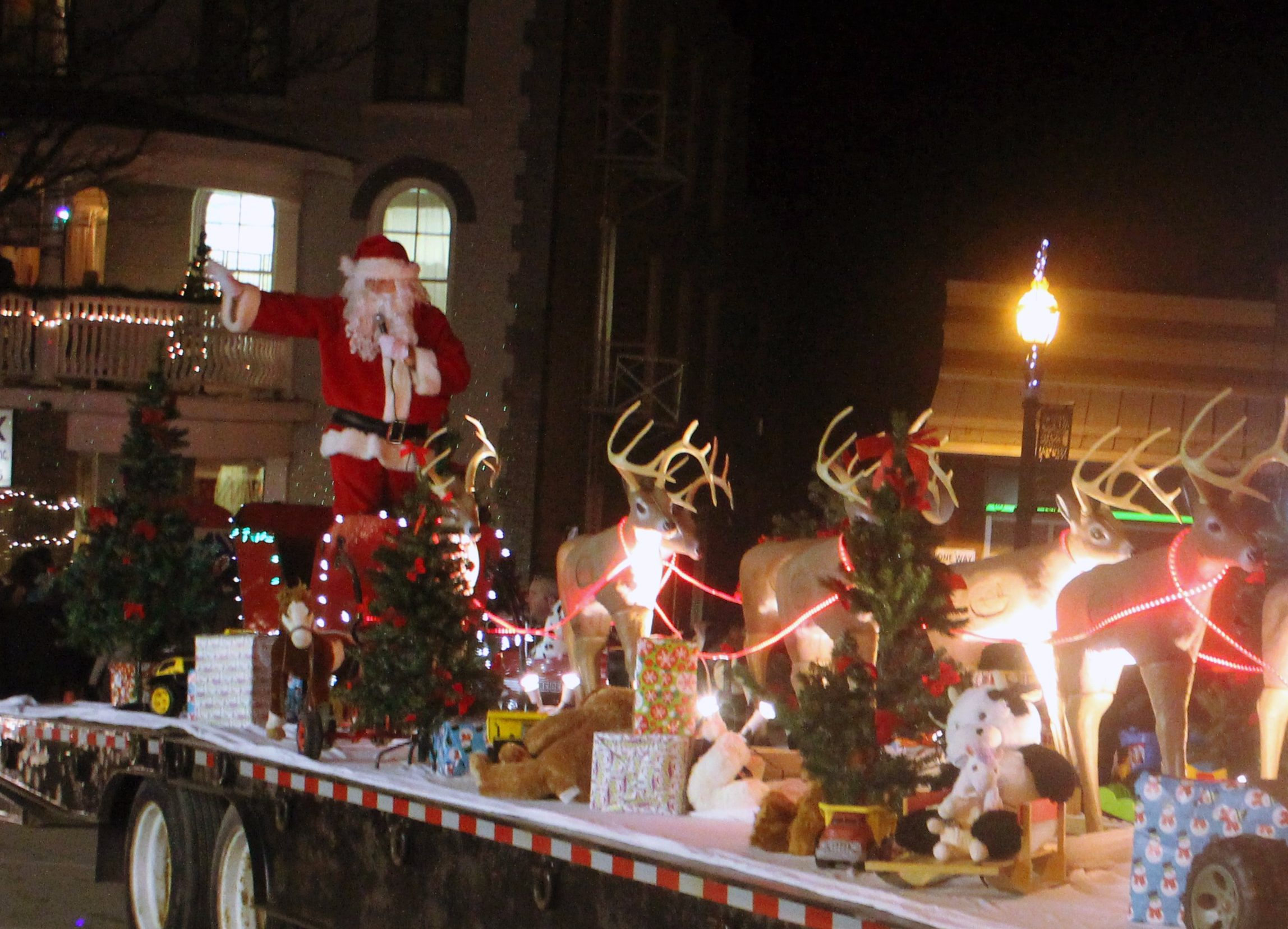 Santa Claus parade set to light up streets of Beaverton tonight
