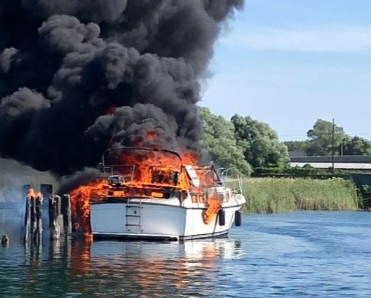 The Narrows between Lake Simcoe and Lake Couchiching closed following boat fire
