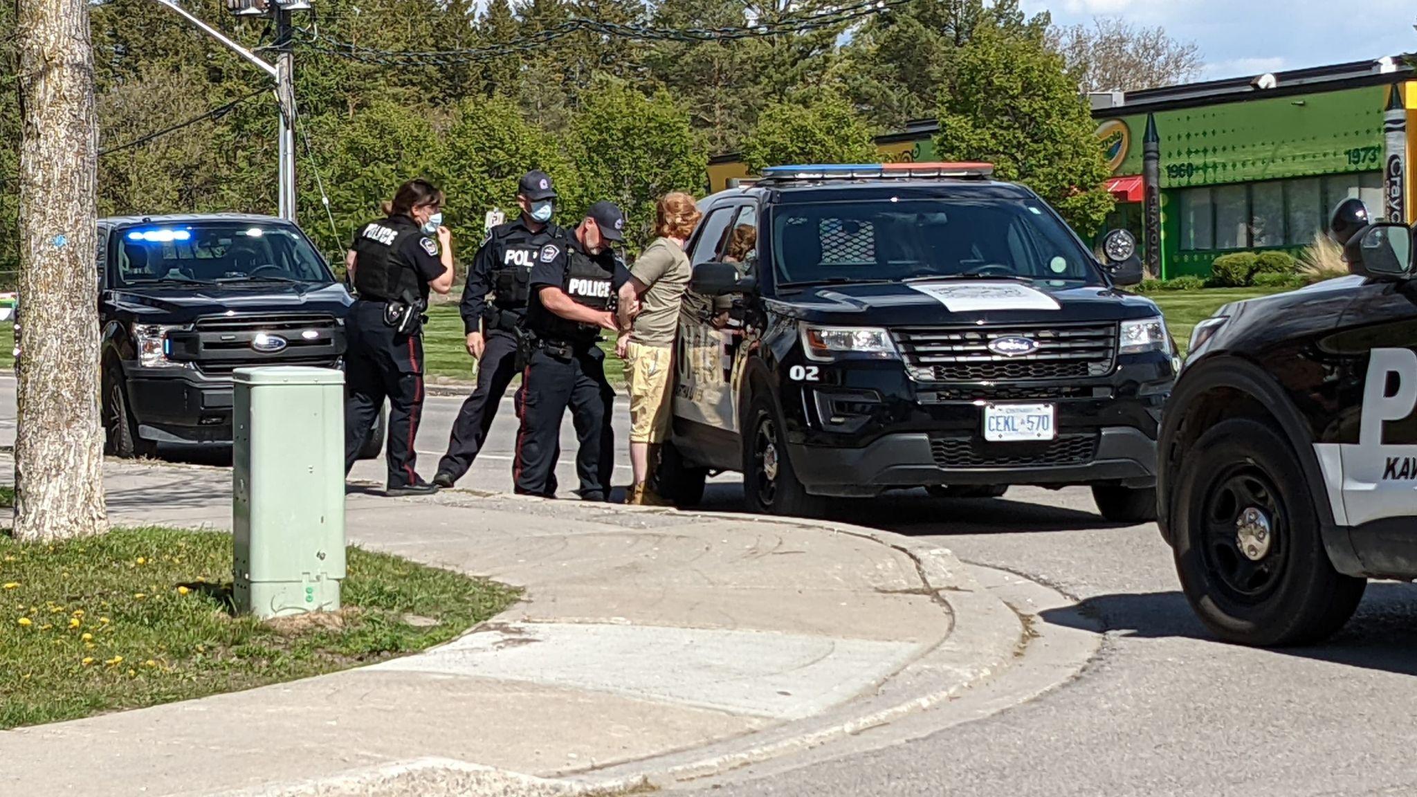 Video — Police arrest suspect following firearm call in Lindsay